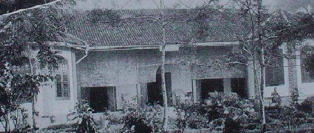 An older Valauwwa of the Amarasuriya family of Galle from 20th century impressio